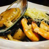 Паста с чернилами каракатицами и морепродуктами
