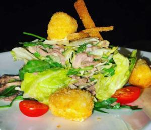 Салат с языком и жареным сыром  Фета